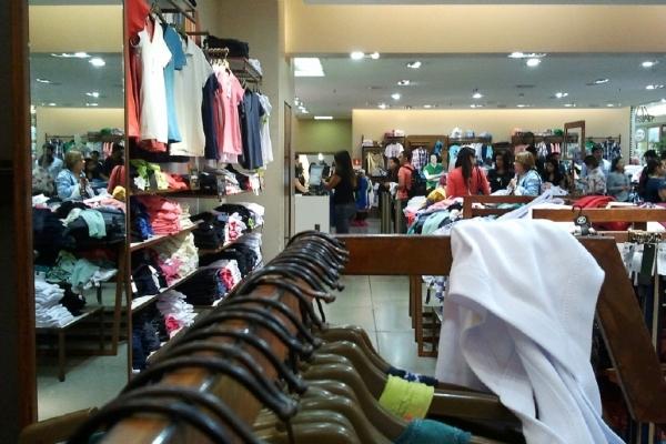 comercio-varejo-loja-consumo-vestuario-nushp26125455-1